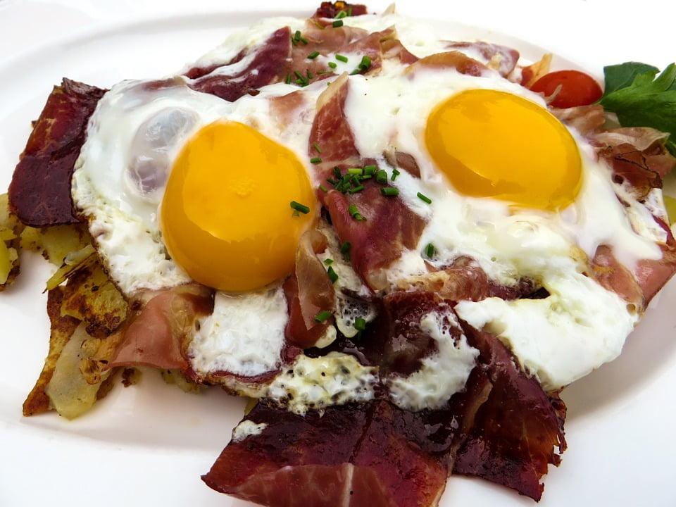 ouă ochiuri cu piure