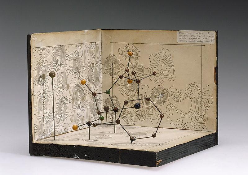 Structura moleculară a Penicillinei, după Dorothy Hodgkin, Oxford 1945